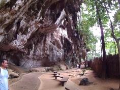 Trilha até Pranang Cave Beach
