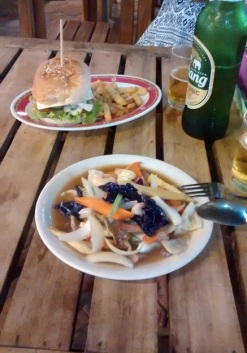 Railay Beach - Mom´s Kitchen (o pior lanche e o pior pad-thai)