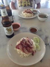 Krabi - arroz branco com carne de porco