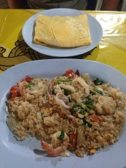 Bangcoc - Fried rice com frutos do mar e Pad-thai dentro do omelete