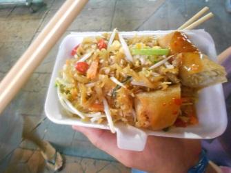Pad-thai com spring roll