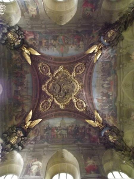Teto de uma das salas do Louvre