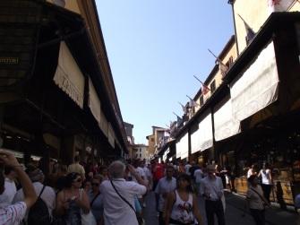 Atravessando a Ponte Vecchio