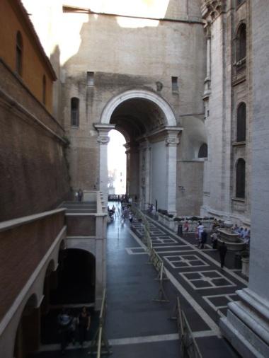 Fonte de água benta no Vaticano