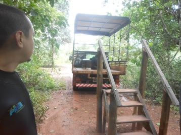 Caminhão que leva até a trilha