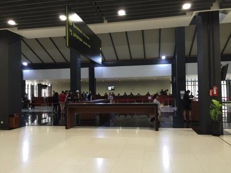 """Área do """"Visa on Arrival"""" no aeroporto de Siem Reap"""