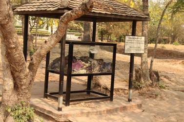 Roupas encontradas no Killing Field of Choeung Ek