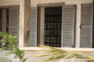 Fotos das vítimas trazidas e executadas no S-21 Tuol Sleng
