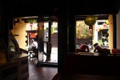 Vista do interior de um café no Ancient Town