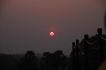 Pôr-do-sol Prasat Kravan