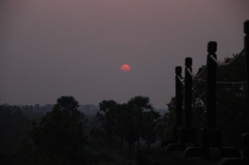 Pôr-do-sol Prasat Kravan