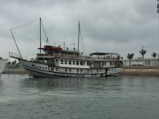 Oasis Bay Cruise - Barco em Halong Bay