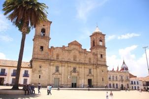 Catedral no centro da cidade próxima a Catedral de sal