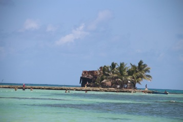 É possível ir a pé até esta ilha em Rocky Cay