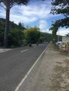 Estrada na frente do hotel