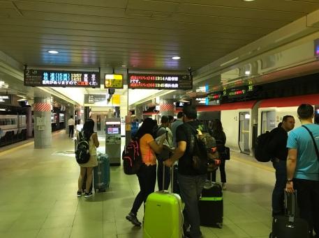 Esperando pelo primeiro metrô