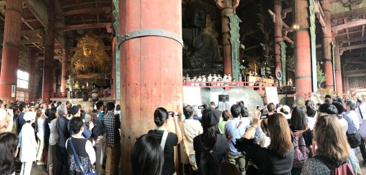 Coral de crianças dentro do Todai-ji