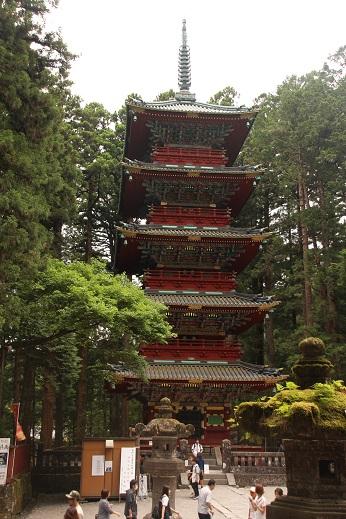 Pagoda, na frente do Templo Toshugo