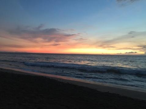 Pôr-do-sol na frente do hotel